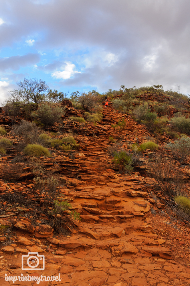 Outback Australien: King's Canyon Heart Attack Hill