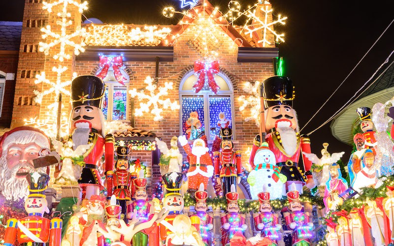 dyker heights christmas lights in new york wo. Black Bedroom Furniture Sets. Home Design Ideas