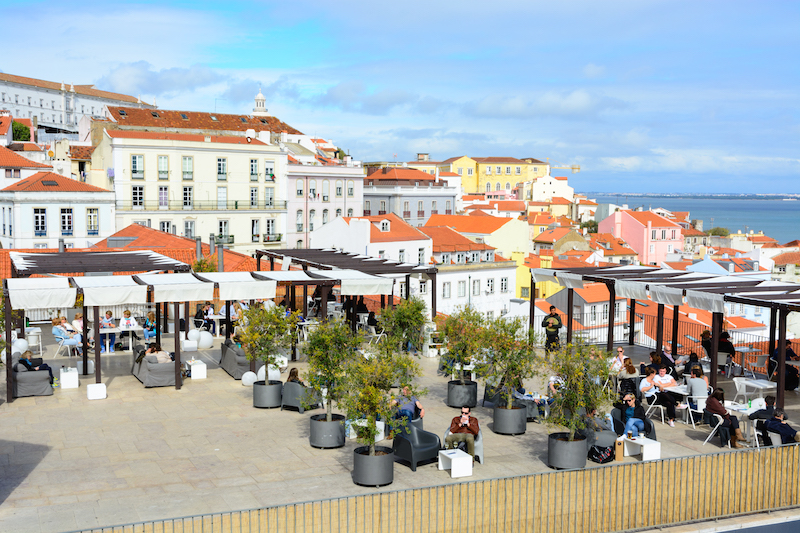 Lissabon: Roof-Top Bar Portas do Sol