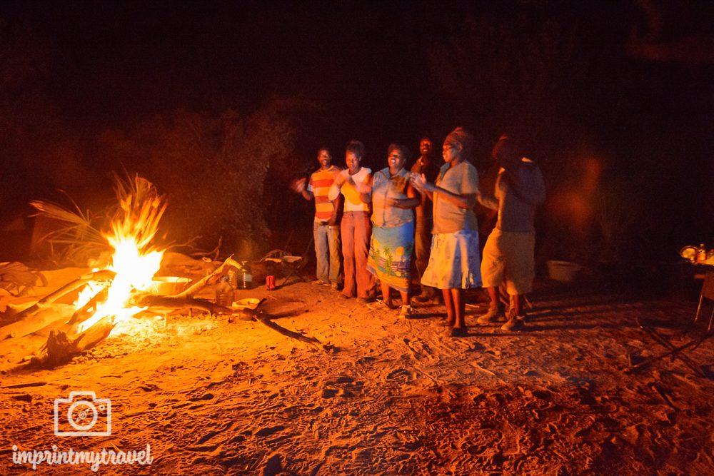 Okavango Delta Safari: Lagerfeuer Romantik