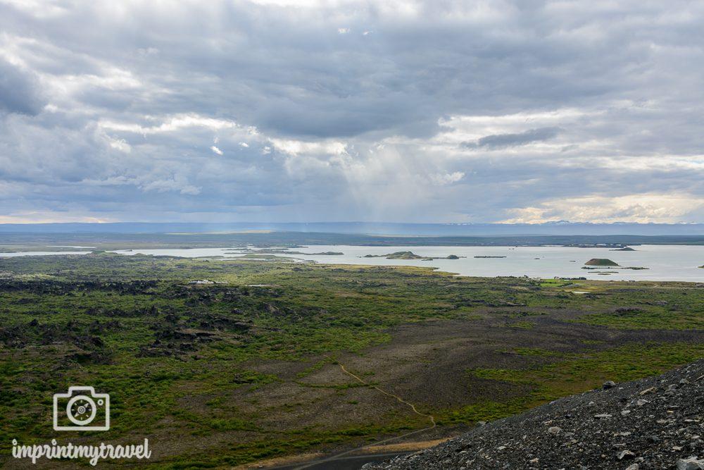 Island Bilder Aussicht vom Hverfjall Krater auf Dimmuborgir und den Myvatn See