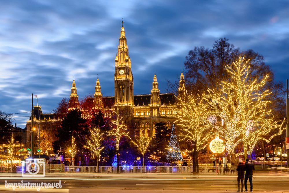 Weihnachten in Wien Rathausplatz blaue Stunde
