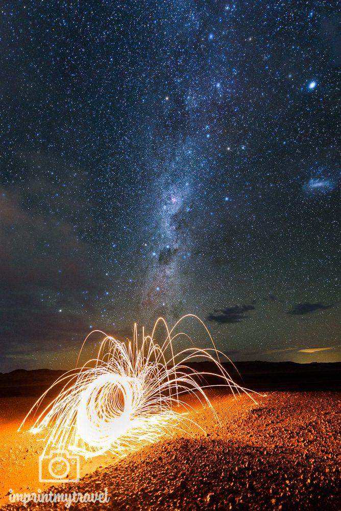 Astrofotografie Lightpainting vor der Milchstraße