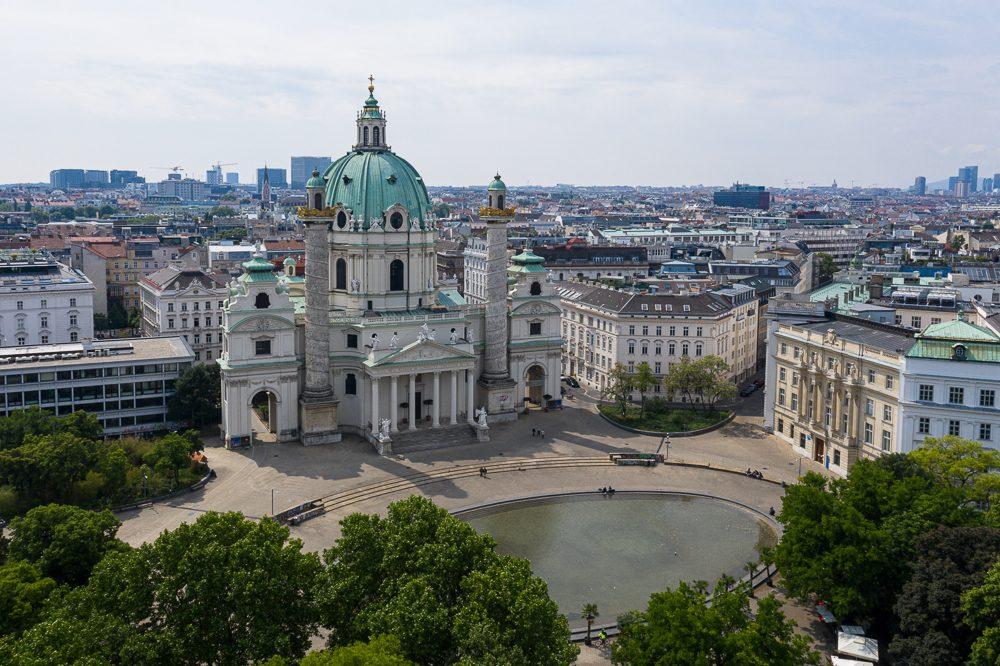 Luftbild von Wien Karlskirche