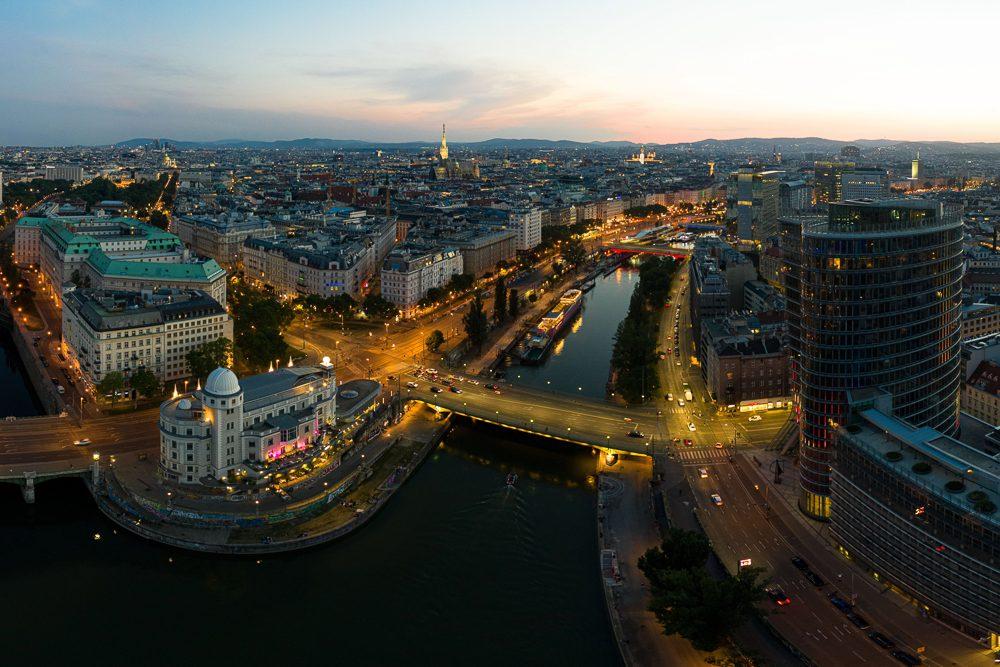 Nachtaufnahme Drohne Wien Donaukanal