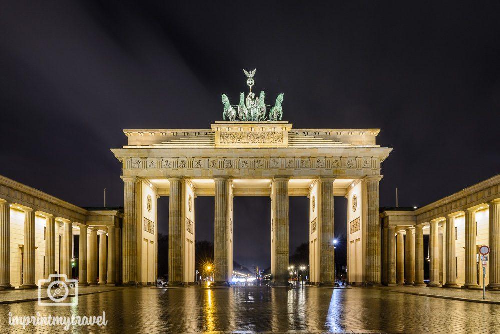 Nachtaufnahme des Brandenburger Tors