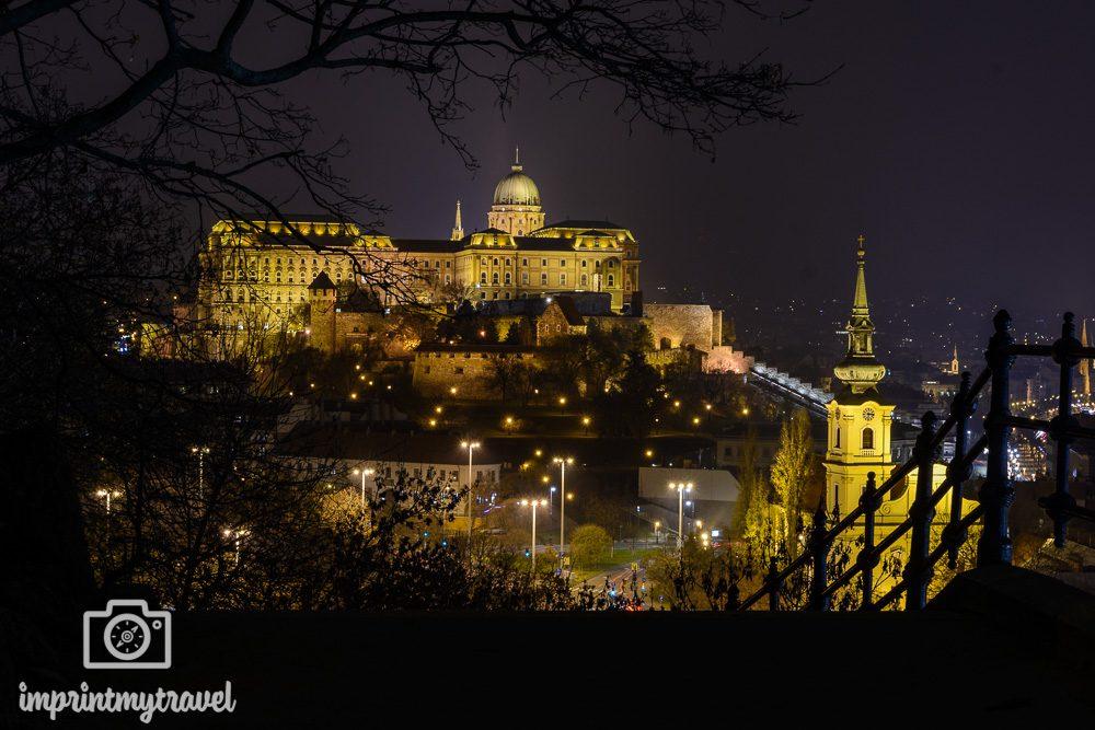 Langzeitbelichtung der Burg von Budapest