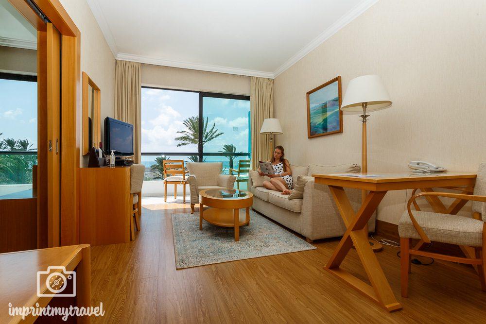 Asimina Suites Hotel Paphos Suite Wohnbereich