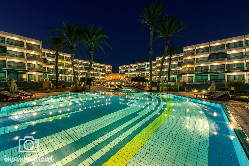 Asimina Suites Hotel Paphos Pool Nacht