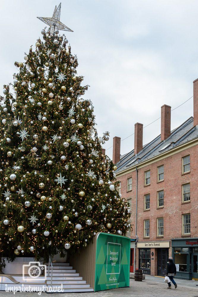 Weihnachtsbaum im New Yorker Seaport Viertel