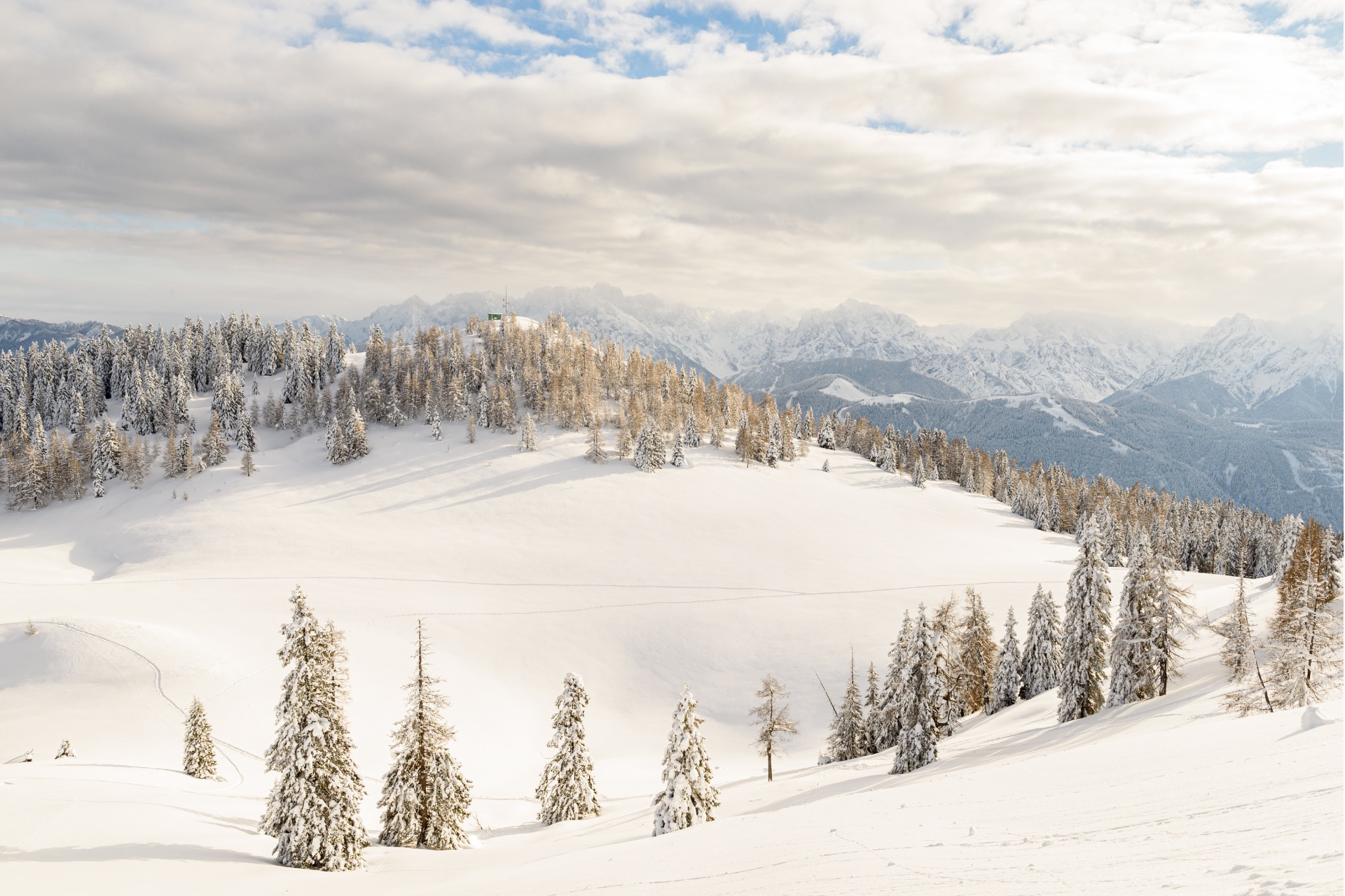 Winterurlaub in den Bergen & im Schnee - cover